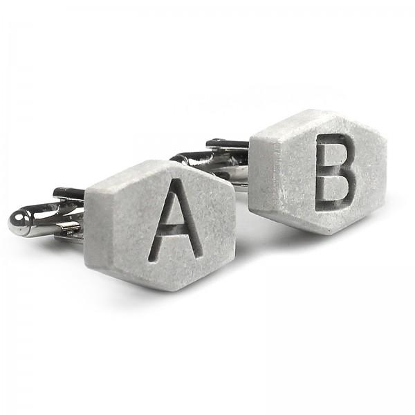 Beton-Manschettenknöpfe 'letterbox' mit Initialen